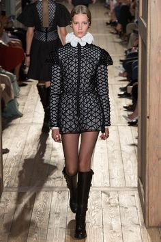 http://www.vogue.com/fashion-shows/fall-2016-couture/valentino/slideshow/collection