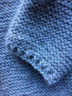 Patrón pelele manga larga 0-3 meses, nivel intermedio - Costurea Blog Baby Knitting Patterns, Baby Clothes Patterns, Knitting For Kids, Crochet For Kids, Clothing Patterns, Knit Crochet, Knitted Baby Cardigan, Knitted Baby Clothes, Baby Knits