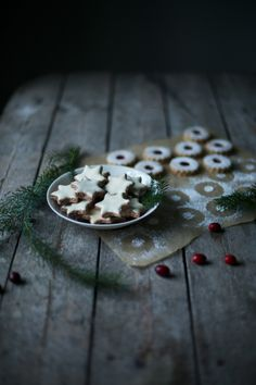 _our food stories_: glutenfree christmas cookies Gluten Free Christmas Cookies, Cranberry Jam, Christmas Mood, Christmas Star, Food Mills, Star Cookies, Jam On, Star Food, Gluten Free Recipes