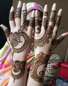 Mehndi Design Girls which is for especially for the younger girls and for this Festive Season and for also the wedding season. These are the best Mehndi Design Girls. Mehndi is an important part of our Culture. Henna Hand Designs, Mehndi Designs Finger, Simple Arabic Mehndi Designs, Legs Mehndi Design, Modern Mehndi Designs, Mehndi Design Photos, Mehndi Designs For Fingers, Beautiful Mehndi Design, Henna Tattoo Designs
