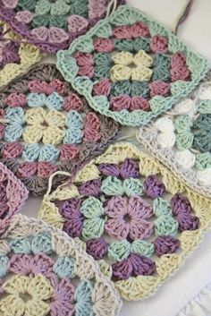 More colour inspiration Crochet Motif Patterns, Crochet Blocks, Crochet Afghans, Crochet Squares, Knit Or Crochet, Crochet Gifts, Easy Crochet, Crochet Stitches, Knitting Patterns