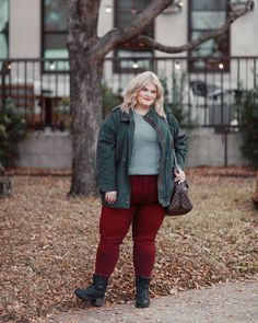 Beautiful outfit idea to copy ♥ For more inspiration join our group Amazing Things ♥ You might also like these related products: - Jeans ->. Autumn Fashion Curvy, Plus Size Fall Fashion, Curvy Fashion, Trendy Fashion, Fashion Brands, Womens Fashion, Curvy Outfits, Stylish Outfits, Cool Outfits