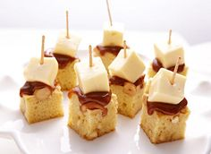 Tried this - need to put caramel on post-plating, and use double creme brie (triple cream brie was too liquidy to dice). Cheese Festival, Brie Bites, Baked Cheese, Caramel Pecan, Baked Brie, Best Appetizers, Dessert Recipes, Desserts, Christmas Baking