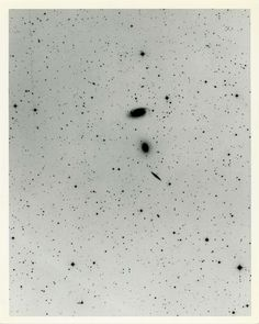 Mount Wilson and Palomar Observatories, NGC5985 in Draco, http://www.anamorfose.be/night-photography/deep-sky-objects/mount-wilson-and-palomar-observatories-ngc5985-in-draco +/-1970, United States, Handwriting, Vintage silver print (negative print), Excellent, Not mounted, 24 (25,3) X 19 (20,2) cm  This intriguing trio of galaxies is sometimes called the NGC 5985/Draco Group and so (quite reasonably) is located in the northern constellation Draco.