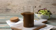 Βινεγκρέτ βαλσάμικο από τον Άκη Πετρετζίκη. Φτιάξτε μια ιδιαίτερη σάλτσα vinaigrette με ξίδι βαλσάμικο! Το τέλειο dressing για τις σαλάτες σας!
