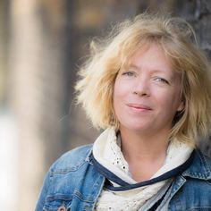Ann Ljungberg Författarcoach och webbföretagsutvecklare  Jag hjälper dig att hitta rösten så du får bästa ord och innehåll för din bok eller webbsida