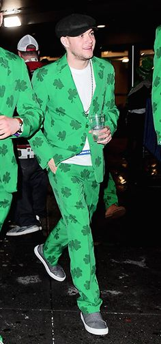 hi i'm niall irish horan from irish direction i'm irish i'm from ireland where are you from? me too wait have i told ya that i'm irish? Niall Horan, Zayn, Slow Hands, Irish Boys, James Horan, 1d And 5sos, Leprechaun, Reaction Pictures, Back Home