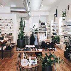 Werken in een kledingwinkel.