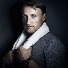 Our captain Tampa Bay Lightning Steven Stamkos Hot Hockey Players, Nhl Players, Thunder And Lightning, Tampa Bay Lightning, Steven Stamkos, Super Rugby, Hockey Baby, Pose For The Camera, Sexy Men