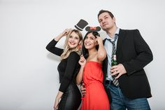Die KRUU Fotobox –ein Gadget mit dem ganz besonderen Spaßfaktor! Sie eignetsich auch super als Geschenkidee und ist eine klasse Alternative zu den üblichen Sofortbildkameras oder halblebigen Hochzeitsspielen ist. Diese Fotoboxbekommt ihr nach wie vorzu einem unschlagbaren Preis von 290 € für eure Wunschveranstaltung. Egal