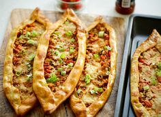 Iftar, Hot Dog Buns, Vegetable Pizza, Love Food, Zucchini, Food Porn, Brunch, Food And Drink, Snacks