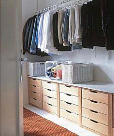 Grande parte das pessoas especialmente as mulheres sonham em ter um closet que é um espaço reservado somente para acomodar suas coisas como roupas, sapatos