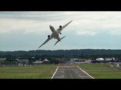 La reostia! Esto si es un SEÑOR PILOTO.... los vecinos deben flipar con el juguete...!!! jajajaja  Impressive Qatar  Airways Boeing 787 Dreamliner Display, Farnborough.
