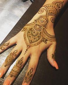 I could draw hamsas forever and never get tired of them 💙 #mehndi #hennatattoo #henna #mehndidesign #hennadesign #hennaart #mehndiofig #hennaartist #hennaofig #miamihenna #hennamiami #hennaartistmiami #hennamystic #jaguatattooart #miamihennaartist #bridalhenna #bridalmehndi #hennablessings #miami #brickell #coconutgrove #southbeach #miamibeach #browardhenna #hennabroward #wynwoodartwalk #wynwoodhenna #newjerseyhenna Bridal Mehndi, Mehendi, Jagua Tattoo, Henna Party, Simple Henna, Coconut Grove, Art Walk, Henna Artist, Henna Patterns