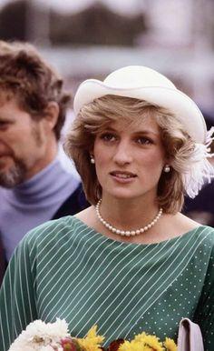 La princesa Diana, con su personal estilo sentó las bases de la belleza real que marcaron tendencia. ¿Tú que opinas?  http://www.caras.com.mx/moda/614835/estilo-iconico-e-imbatible-princesa-diana/