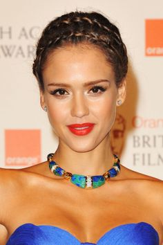 Jessica Alba's shimmery skin http://beautyeditor.ca/2013/08/16/how-to-wear-shimmer-so-that-you-look-glowy-and-sun-kissed-and-not-crazy-like-kesha/