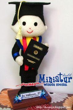 cRaft   SouVenir   educatiVe toys: Miniatur Doll : WISUDA Unila