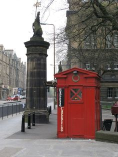 One of Edinburgh's old police call boxes, now a coffee shack, stands at the top of Middle Meadow Walk next to the Edinburgh Medical School. The octagonal gatepiers, surmounted by unicorns, were built in 1880. Creative Commons Licence [Some Rights Reserved]   © Copyright Lisa Jarvis and licensed for reuse under this Creative Commons Licence.