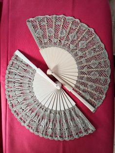 Hand Held Fan, Hand Fan, Weaving Kids, Crochet Dress Girl, Hand Fans, Girls Dresses, Tejidos