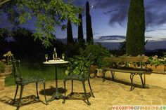 Toscana - prea frumos, prea ca la tara Toscana, Mai, Outdoor Furniture, Outdoor Decor, Places To Go, Bench, Home Decor, Italia, Homemade Home Decor