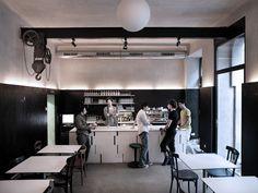 Restaurant Finkh Hier findet ihr eines der besten Schnitzel in Wien - aber nicht in einem dunklen, alten Beisl sondern in einem ziemlich hippen kleinen Lokal.