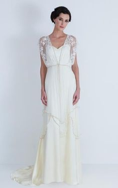 This dress is SO pretty and feminine... I wish I had any idea where I could find out who makes it.