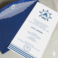 Προσκλητήριο για γάμο σε νησί. Σχεδιασμός custom λογότυπου με τα αρχιγράμματα του ζευγαριού. Εκτύπωση σε ειδικό λευκό χαρτί. #προσκλητήριο #γάμου #νησί #θάλασσα #καλοκαίρι #ναυτικό #wedding #invitation #summer #island #sea #nautical #blue #white #stripes