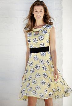 Tendinte primavara-vara 2013: 12 rochii in imprimeuri florale deosebite: Rochie cu imprimeu margareta