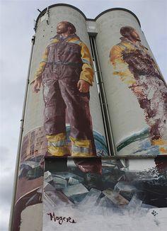 Der australische Künstler Fintan Magee war einer der Street-Artists, die am NuArt Festival in Norwegen teilgenommen haben. Sein Beitrag zum künstlerischen Festivalgeschehen war ein riesiges 32 Meter hohes Mural an einem Doppel-Silo inmitten von Stavanger,