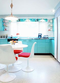 24 Mid-Century Modern Interior Decor Ideas via Brit + Co.