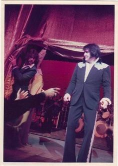 {*Gorgeous Elvis in Las Vegas March Elvis Presley Las Vegas, Elvis Presley Concerts, Elvis In Concert, Elvis Presley Photos, Elvis Collectors, Lisa Marie Presley, Priscilla Presley, Ann Margret, Graceland