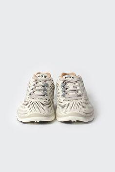 GOOD AS GOLD — Womens Free Advantage Sneaker (612784-100), sail/sail-mortar