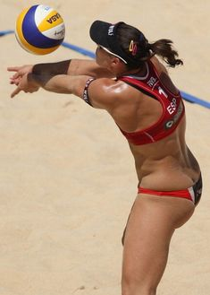 Liliana Fernandez Steiner Photos Photos - Liliana Fernandez Steiner of Spain receives the ball during the women's main draw of FIVB Smart Grand Slam at Foro Italico on June 2013 in Rome, Italy. Beach Volleyball Girls, Female Volleyball Players, Body Training, Fitness Photos, Muscle Body, Woman Beach, Female Athletes, Kickboxing, Olympic Games