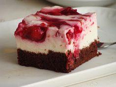 Ciasto bywało u nas zawsze jako gotowiec z cukierni i bardzo smakowało ono mojej Emilce, smakowało tak bardzo, że postanowiła zdobyć na nie ...