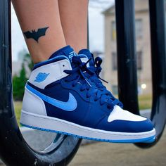 When it comes to sports shoes, Air Jordan is something you can't ignore. Originated from the legendary NBA play, Michael Jordan, the Air Jordan shoes are popular all around the world, especially… Nike Fashion, Sneakers Fashion, Fashion Shoes, Mens Fashion, Air Jordan Sneakers, Nike Air Shoes, Sneakers Mode, Shoes Sneakers, Women's Shoes
