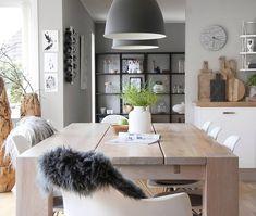 FIJN WEEKEND!! | Link in bio | * * * * Credits: @trude_k_ * * * * #inspiratie #interieur #interieurinspiratie #woontrends #meubels #meubel #meubelonline #wonen #woonaccessoires #design #interior #myhome2inspire #interior4you #instahome #styling #homeoffice #wooninspiratie #homedeco #homedecoration #homedecor #furnnl #furniture #beautiful #homeandliving #lifestyle #vrijdag #friyay #friday
