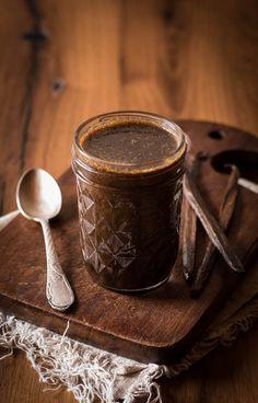 Selbstgemachter Vanilleextrakt ist ein Muss für jeden, der regelmäßig backt. So kann man das Maximum aus den teuren Schoten herausholen