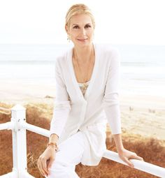 Kelly Rutherford wearing Temple St Clair's rock crystal amulets on an oval link chain. Get the look: http://www.augustinaboutiques.com/collections/temple-st-clair-jewellery/products/18k-rock-crystal-amulet-with-pave-diamonds-on-classic-oval-link-chain