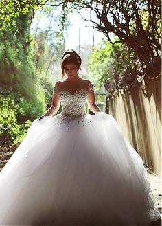 Vintage Long Sleeve Beadings Ball Gown Tulle Wedding Dress