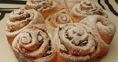 Blog con recetas paso a paso dulces y saladas. Bread Recipes, Baking Recipes, Cinammon Rolls, Hungarian Desserts, Pan Dulce, Bread And Pastries, Holiday Baking, Bakery, Eat