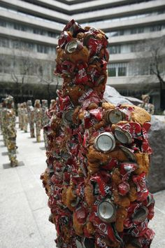 Ha Schult Schult is known for creating massive installations of people constructed from trash in major locations around the world. Kurt Schwitters, Coca Cola, Sculpture Art, Sculptures, Waste Art, Trash Art, Plastic Art, Junk Art, Environmental Art