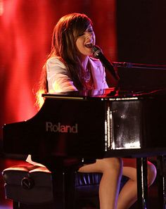 """The Voice: Christina Grimmie Sings Drake's """"Hold On We're Going Home"""" - Us Weekly"""