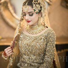 Gold Jewelry Design In India Indian Bridal Fashion, Pakistani Bridal Dresses, Bridal Lehenga, Shaadi Lehenga, Pakistani Bridal Jewelry, Pakistani Couture, Red Lehenga, Desi Wedding Dresses, Wedding Attire