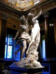 Apollo en Daphneis eenbeeldengroepvanGian Lorenzo Berninidie hij tussen1622en1625vervaardigde. Hetbeeldhouwwerkis 246 cm hoog. Dezebarokkesculptuur bevindt zich in deGalleria BorgheseteRome