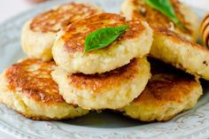 Gli hamburger di patate al forno sono un secondo piatto irresistibile, adatto anche ai più piccoli. Ecco la ricetta