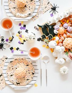 All the tricks and treats! Featuring silver foil elements, these halloween napkins have put a spell on us! Perfect for a not-so-spooky Halloween party for your little ghouls and ghosts! Pack of 16 Size: 6.5 inches folded