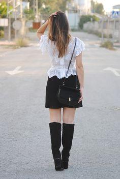 Mini falda con botones. http://www.fashion-south.com/2015/11/mini-falda-con-botones.html
