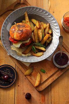 Burger basque3 BURGER BASQUE, FRITES MAISON ET KETCHUP AUX CERISES NOIRES