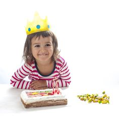 MANUALIDAD CORONA FIESTA #corona Para disfrazarte o para ser el rey el día de tu cumpleaños ... Prueba el material Bondy y verás como con un poquito de creatividad puedes hacer todo lo que se te ocurra. #diy www.dobondy.com