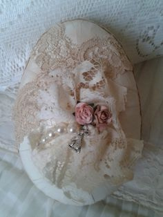 Save bits and pieces of old lace and fancy trims to embellish eggs, ornaments, and other items. Find hundreds of ideas at mamasmiracle.com. Easter Egg Crafts, Easter Bunny, Easter Eggs, Easter Decor, Easter Projects, Christmas Holidays, Christmas Crafts, Easter Table Settings, Egg Designs